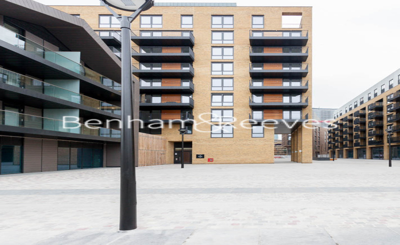 3 bedroom(s) flat to rent in Ram Quarter, Wandsworth, SW18-image 6