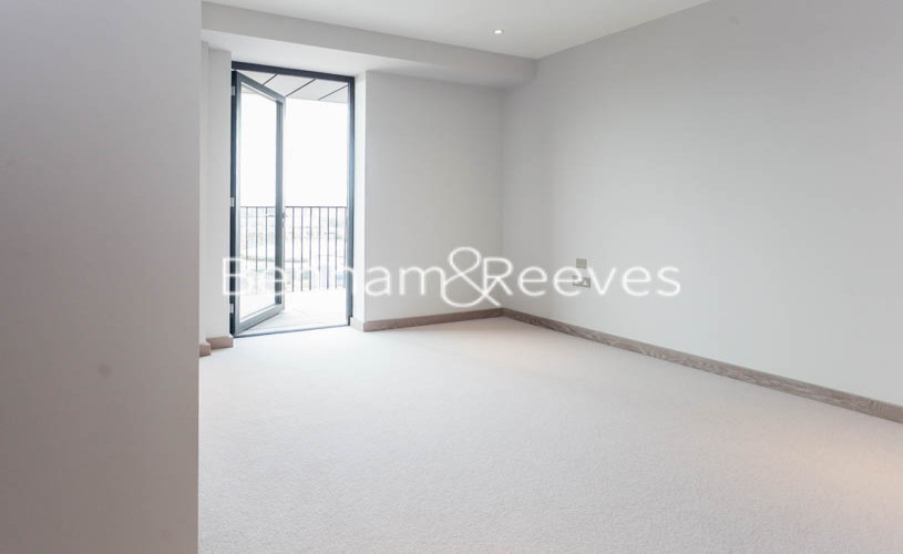 3 bedroom(s) flat to rent in Ram Quarter, Wandsworth, SW18-image 9