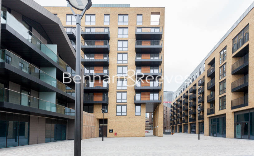 3 bedroom(s) flat to rent in Ram Quarter, Wandsworth, SW18-image 12