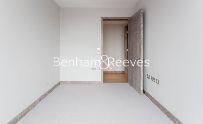 3 bedroom(s) flat to rent in Ram Quarter, Wandsworth, SW18-image 15
