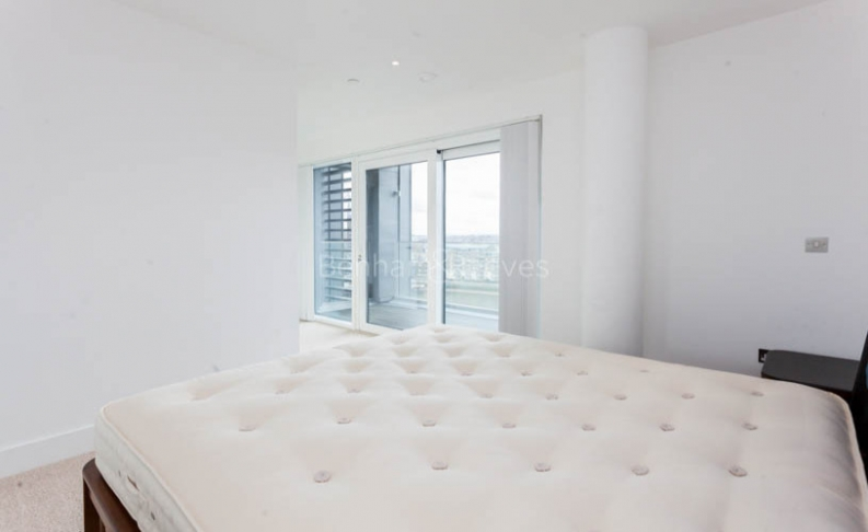 3 bedroom(s) flat to rent in Central Avenue, Fulham Riverside, SW6-image 4
