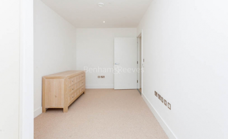 3 bedroom(s) flat to rent in Central Avenue, Fulham Riverside, SW6-image 9