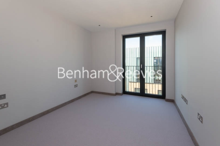 3 bedroom(s) flat to rent in Chivers Passage, Imperial Wharf, SW18-image 3