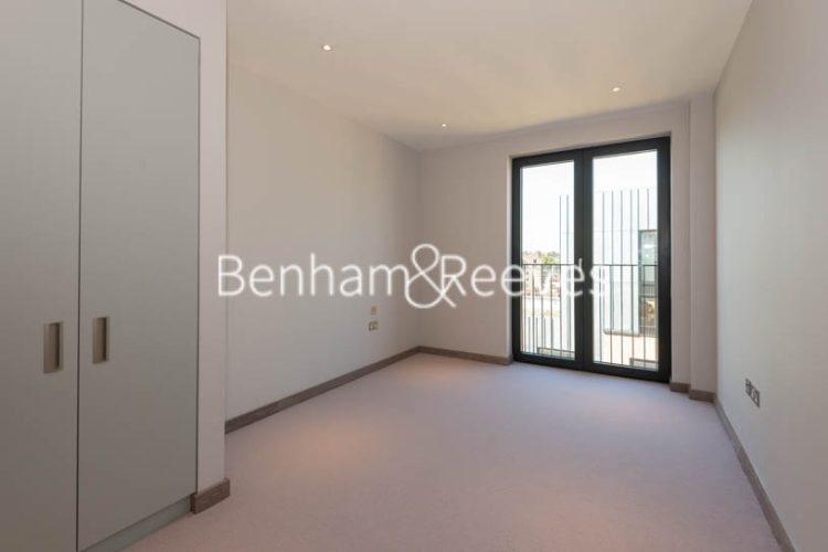 3 bedroom(s) flat to rent in Chivers Passage, Imperial Wharf, SW18-image 7