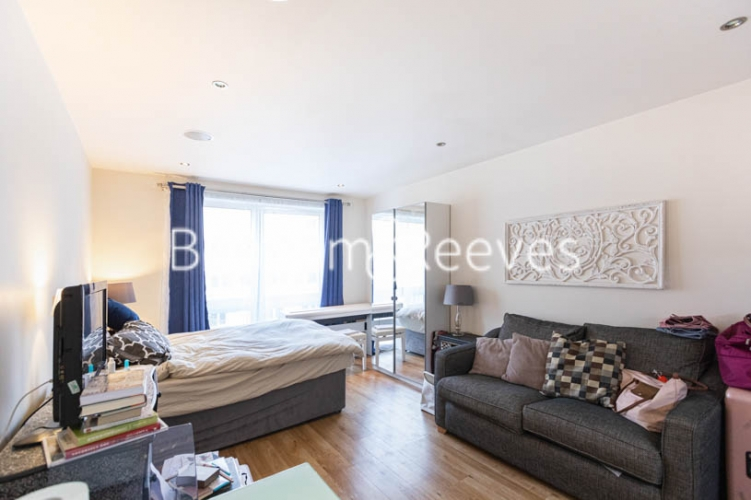 Studio flat to rent in Compass House, Chelsea, SW6-image 1