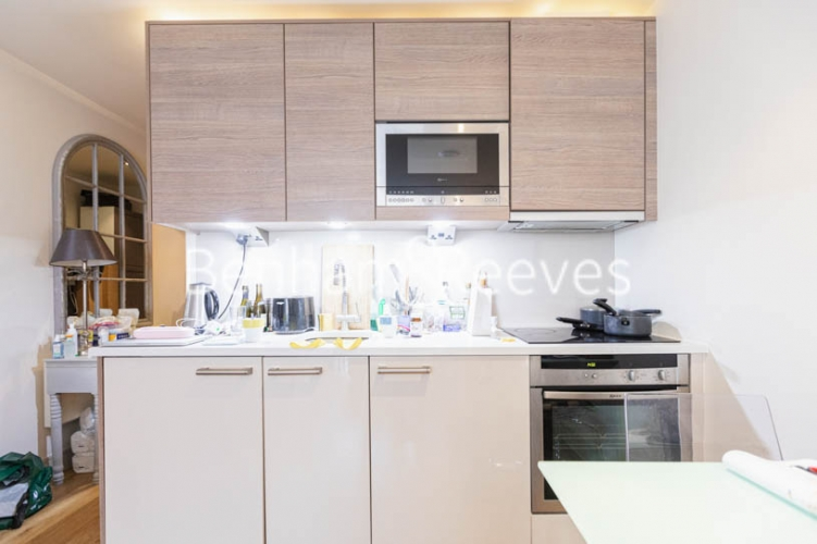 Studio flat to rent in Compass House, Chelsea, SW6-image 2