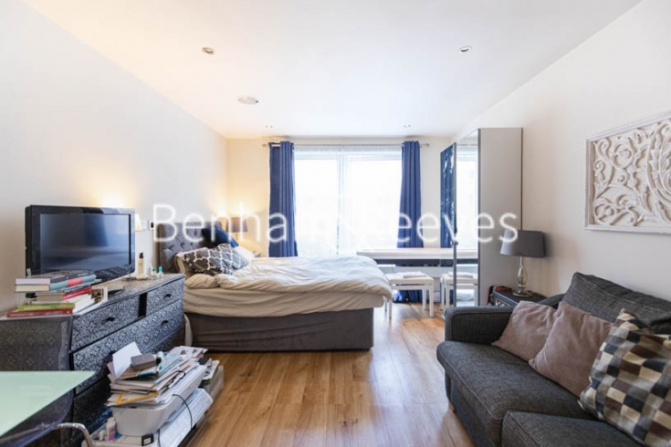 Studio flat to rent in Compass House, Chelsea, SW6-image 4
