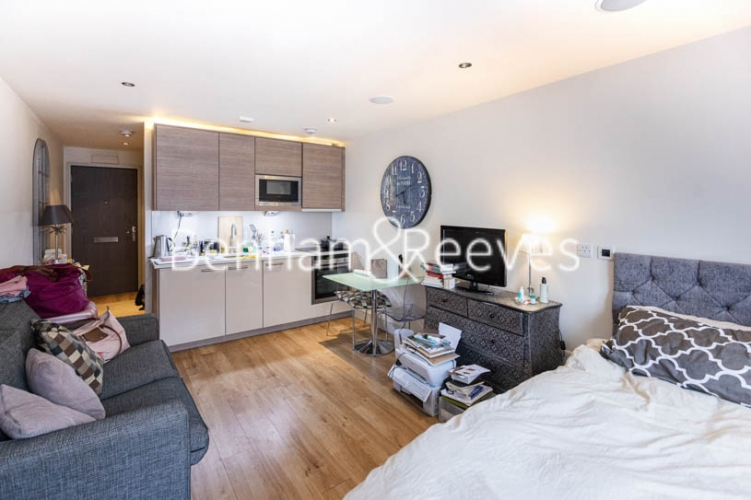 Studio flat to rent in Compass House, Chelsea, SW6-image 5