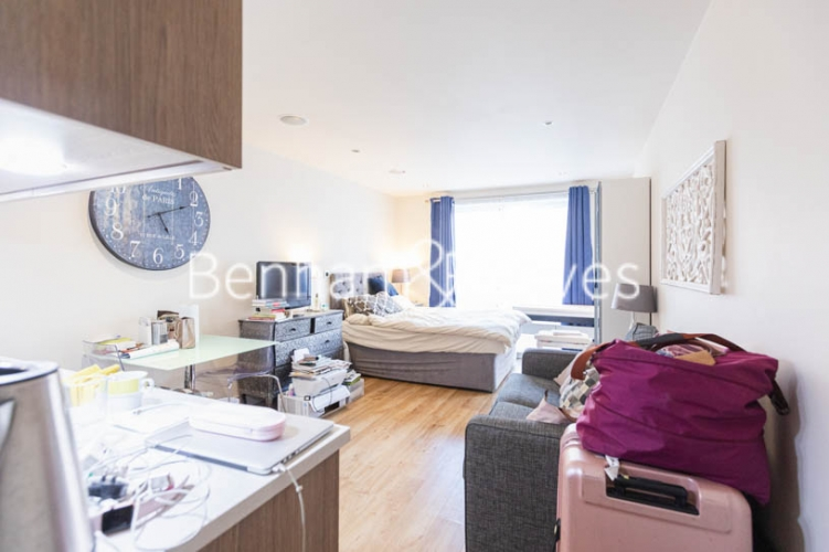 Studio flat to rent in Compass House, Chelsea, SW6-image 6