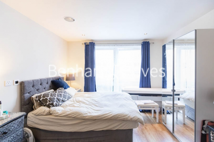 Studio flat to rent in Compass House, Chelsea, SW6-image 7
