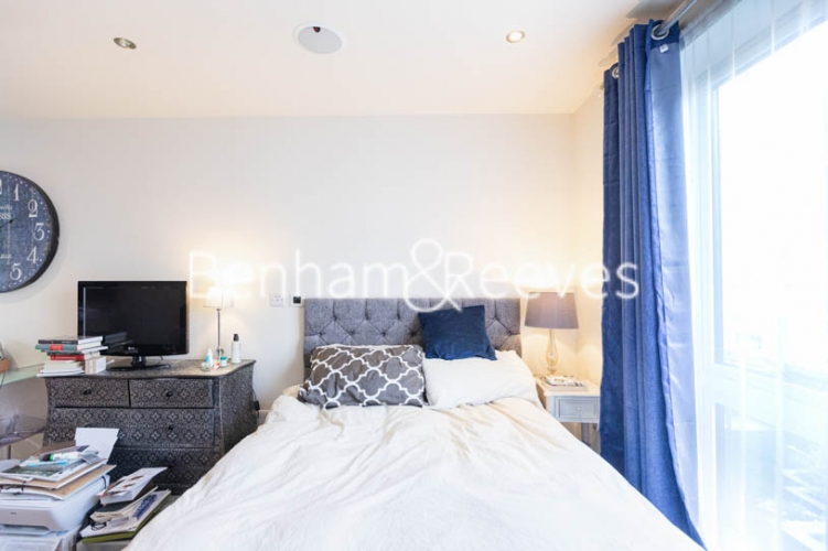 Studio flat to rent in Compass House, Chelsea, SW6-image 8