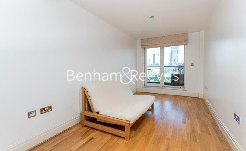 3 bedroom(s) flat to rent in Thames Point, Imperial Wharf SW6-image 1