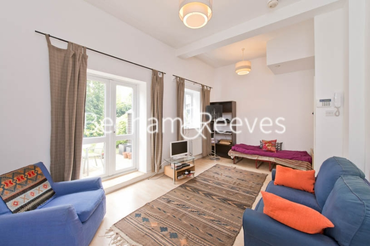 1 bedroom(s) flat to rent in Bickerton Road, Archway, N19-image 1