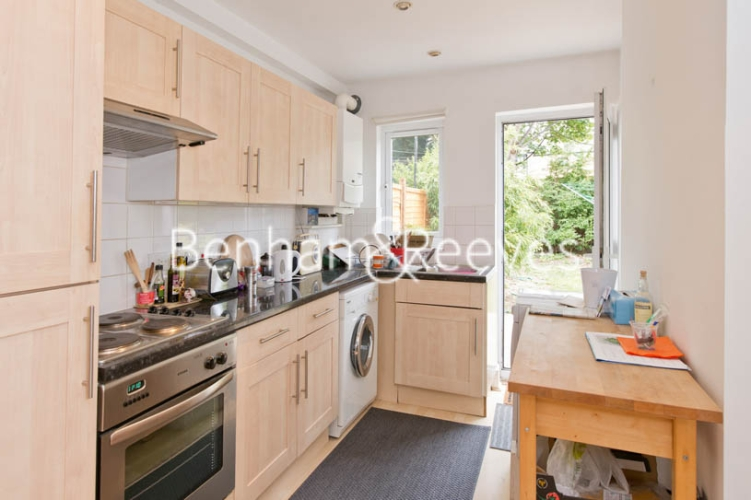 1 bedroom(s) flat to rent in Bickerton Road, Archway, N19-image 2