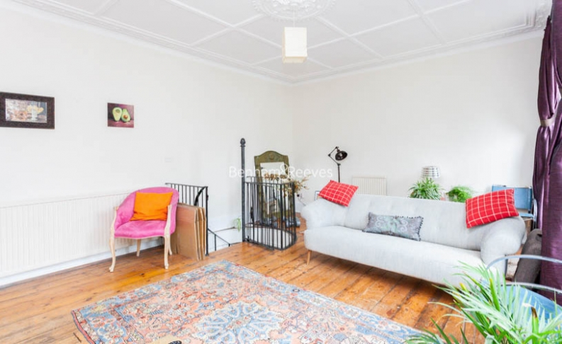 2 bedroom(s) flat to rent in Miranda Road, Whitehall Park, N19-image 3