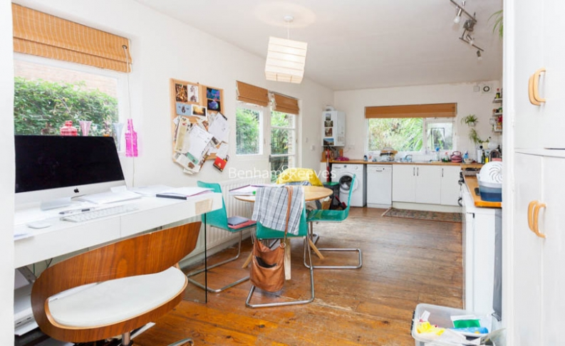 2 bedroom(s) flat to rent in Miranda Road, Whitehall Park, N19-image 4