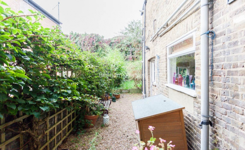 2 bedroom(s) flat to rent in Miranda Road, Whitehall Park, N19-image 8