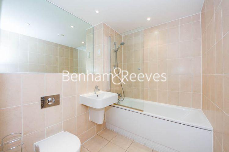 1 bedroom(s) flat to rent in Highbury Stadium Square, Highbury, N5-image 4