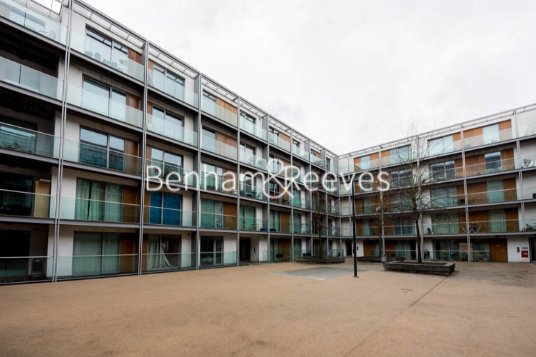 1 bedroom(s) flat to rent in Highbury Stadium Square, Highbury, N5-image 6