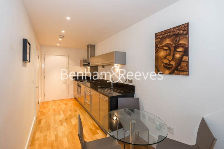 1 bedroom(s) flat to rent in Highbury Stadium Square, Highbury, N5-image 3