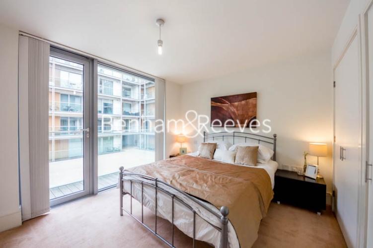 1 bedroom(s) flat to rent in Highbury Stadium Square, Highbury, N5-image 3
