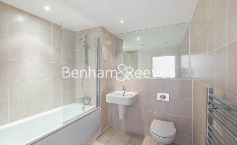 1 bedroom(s) flat to rent in Highbury Stadium Square, Highbury, N5-image 4