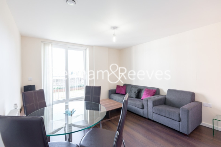 1 bedroom(s) flat to rent in Lankaster Gardens, Highgate, N2-image 1