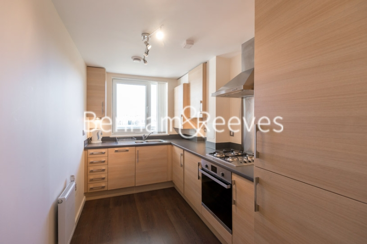 1 bedroom(s) flat to rent in Lankaster Gardens, Highgate, N2-image 2