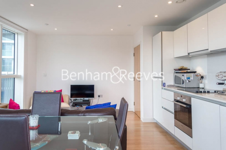 1 bedroom(s) flat to rent in Woodberry Grove, Finsbury Park, N4-image 2