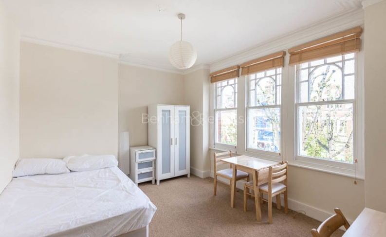 Studio flat to rent in Whitehall Park, Archway, N19-image 1