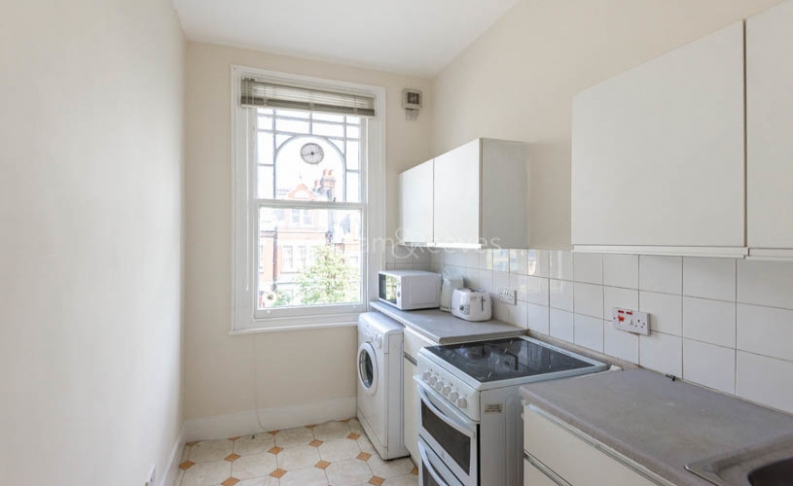Studio flat to rent in Whitehall Park, Archway, N19-image 2
