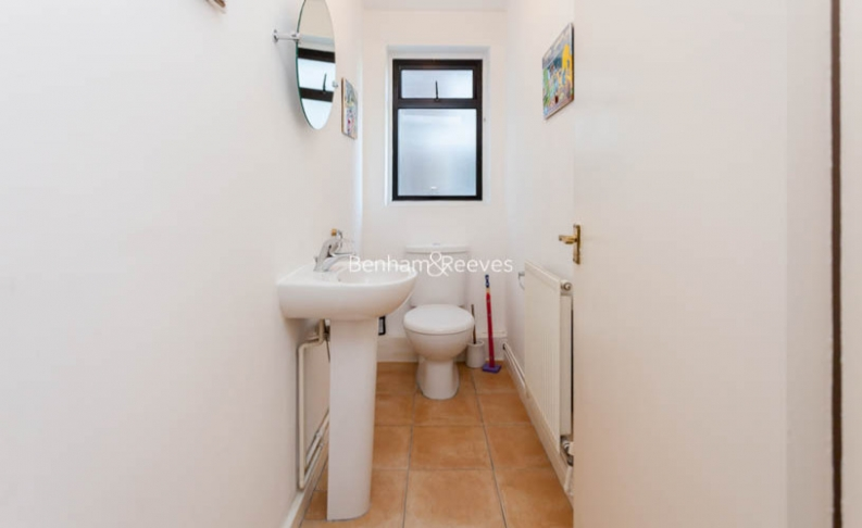 3 bedroom(s) flat to rent in Shepherds Hill, Highgate, N6-image 8