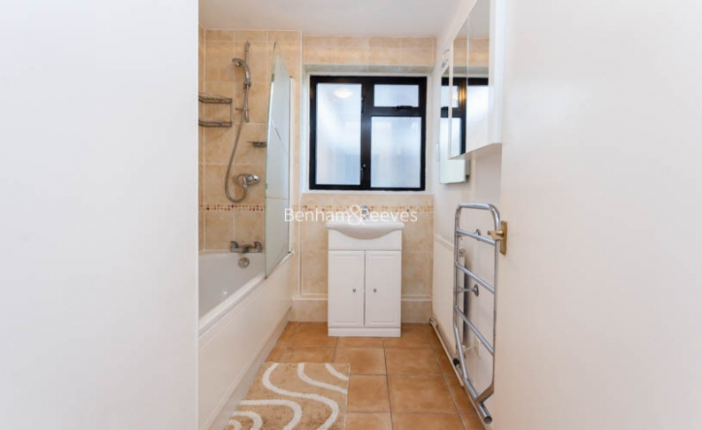 3 bedroom(s) flat to rent in Shepherds Hill, Highgate, N6-image 9