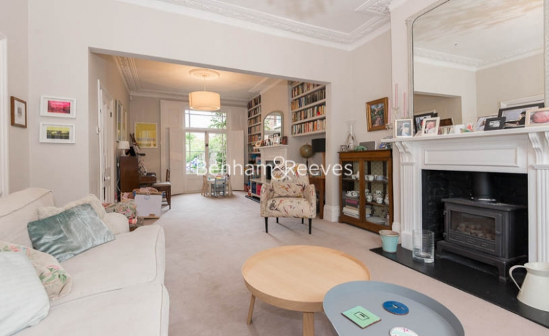 5 bedroom(s) house to rent in Cromwell Avenue, Highgate, N6-image 1