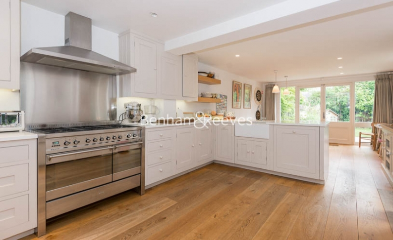 5 bedroom(s) house to rent in Cromwell Avenue, Highgate, N6-image 2