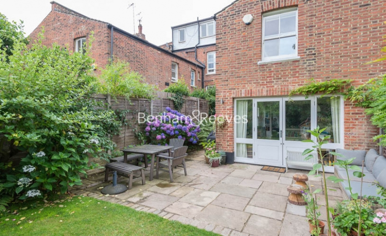 5 bedroom(s) house to rent in Cromwell Avenue, Highgate, N6-image 7