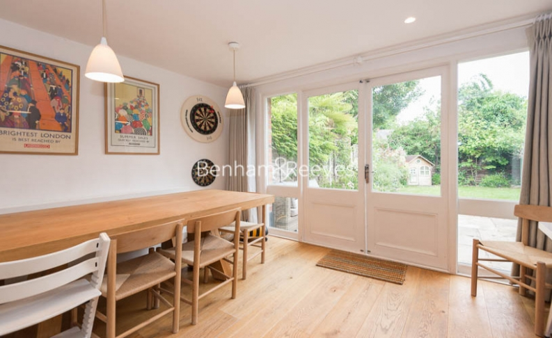 5 bedroom(s) house to rent in Cromwell Avenue, Highgate, N6-image 9