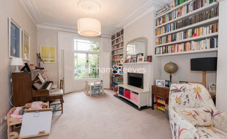 5 bedroom(s) house to rent in Cromwell Avenue, Highgate, N6-image 15