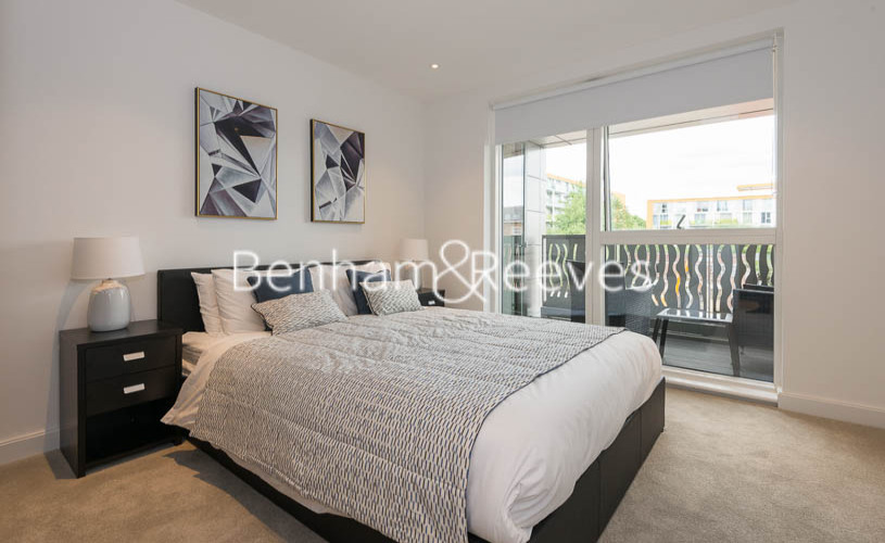 1 bedroom(s) flat to rent in Smithfiled Square, Hornsey, N8-image 3