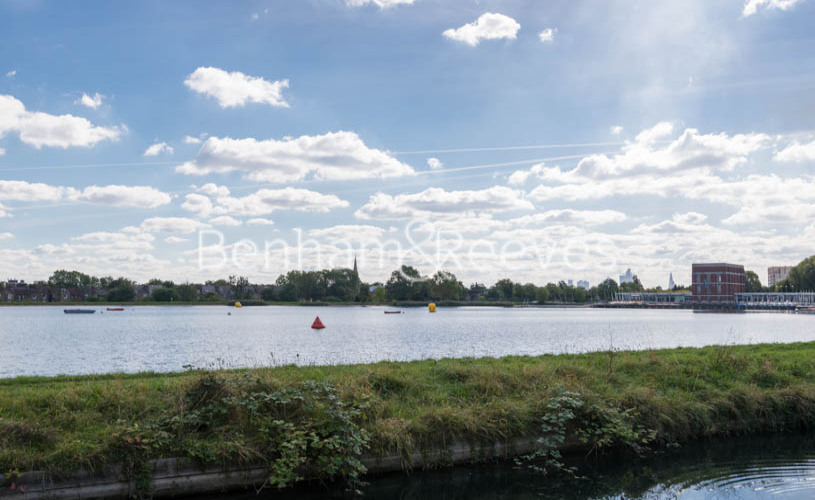 2 bedroom(s) flat to rent in Woodberry Park, Highgate, N4-image 12