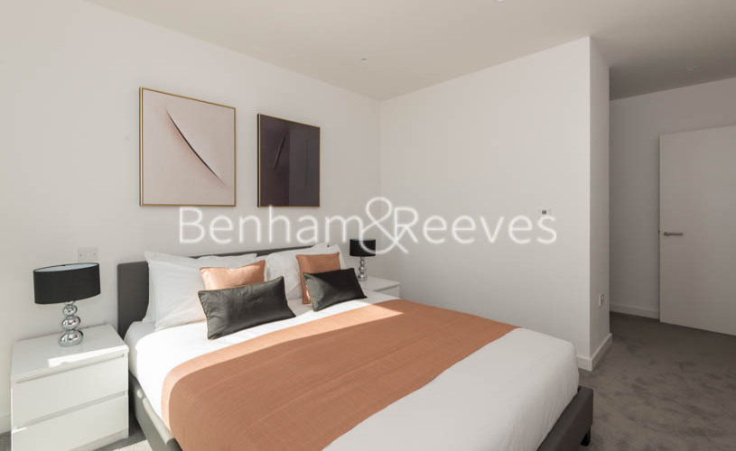 2 bedroom(s) flat to rent in Woodberry Park, Highgate, N4-image 13