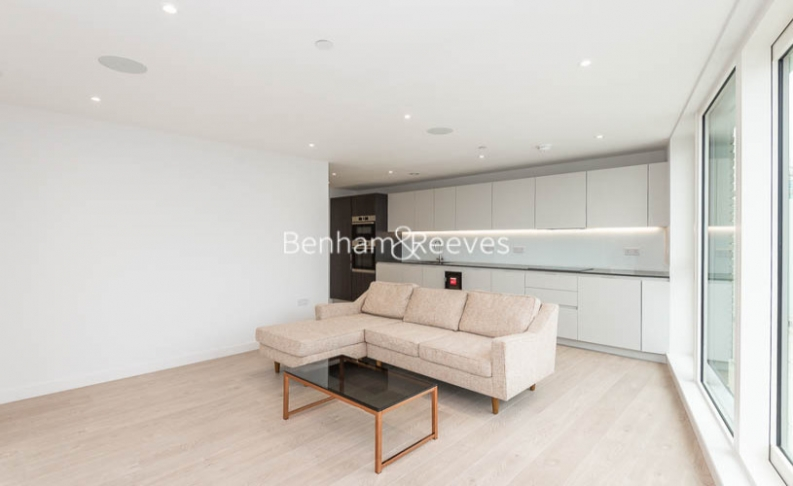 3 bedroom(s) flat to rent in Newton Close, Woodberry Park, N4-image 1