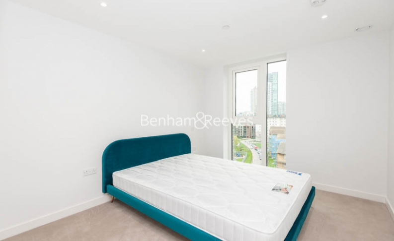 3 bedroom(s) flat to rent in Newton Close, Woodberry Park, N4-image 3