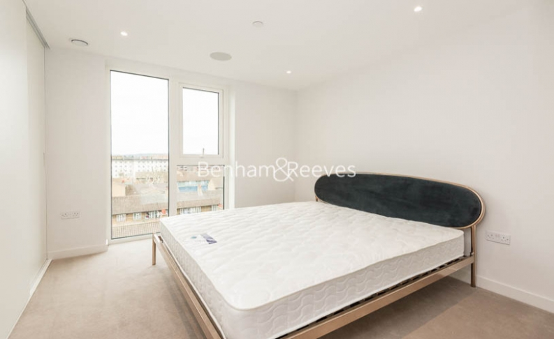 3 bedroom(s) flat to rent in Newton Close, Woodberry Park, N4-image 14