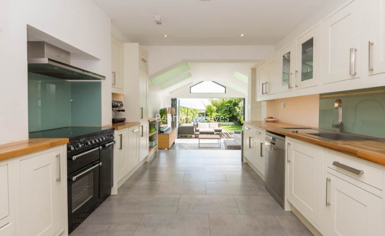 5 bedroom(s) house to rent in Muswell Hill Road, Highgate, N10-image 5