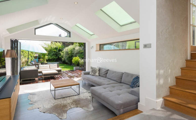 5 bedroom(s) house to rent in Muswell Hill Road, Highgate, N10-image 14