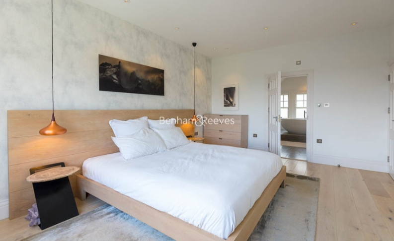 5 bedroom(s) house to rent in Muswell Hill Road, Highgate, N10-image 17