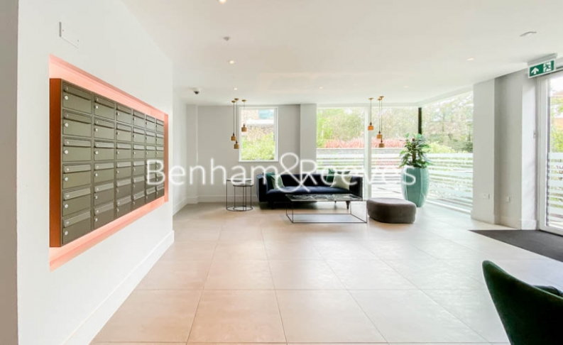 2 bedroom(s) flat to rent in Woodberry Park development, Highgate, N4-image 13