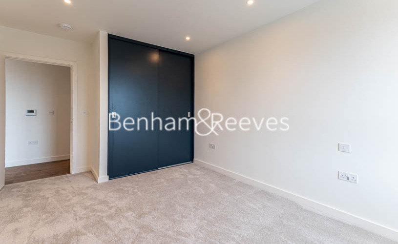 1 bedroom(s) flat to rent in Alington House , Mary Neuner Road, N8-image 2