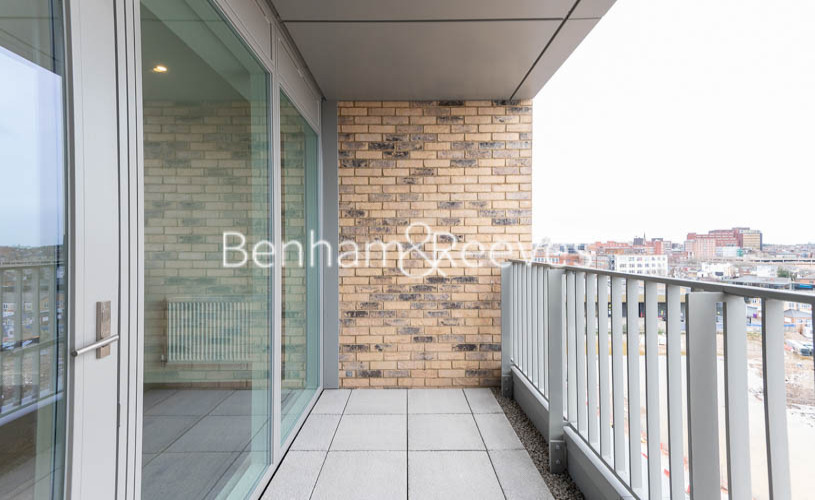 1 bedroom(s) flat to rent in Alington House , Mary Neuner Road, N8-image 4
